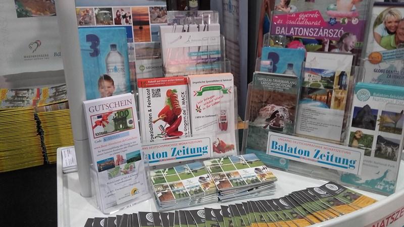 """Am """"Balaton""""-Stand gab es Balaton Zeitungen, Videos, Prospekte und mehr."""