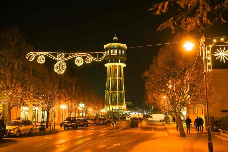 Weihnachtsstimmung rund um den Wasserturm am Fő tér
