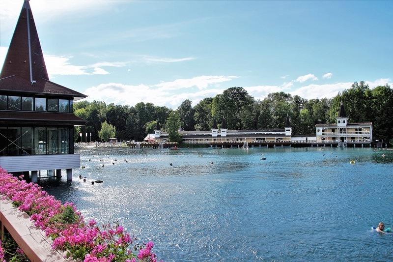 Der Thermalsee in der beliebten Kurstadt Hévíz