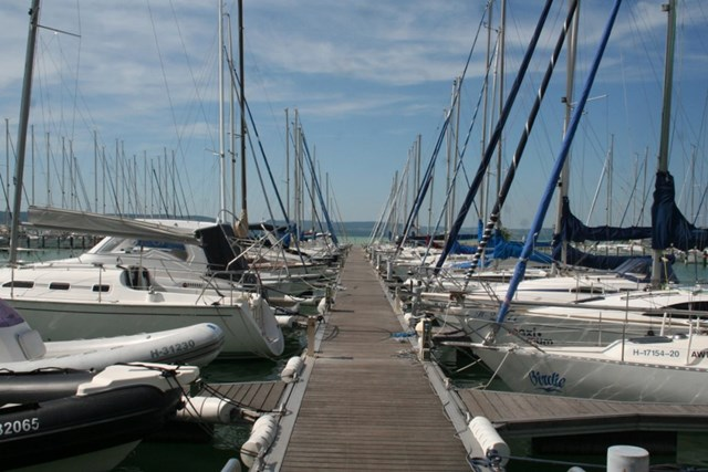 BL YachtClub & Apartments Balatonlelle (1)