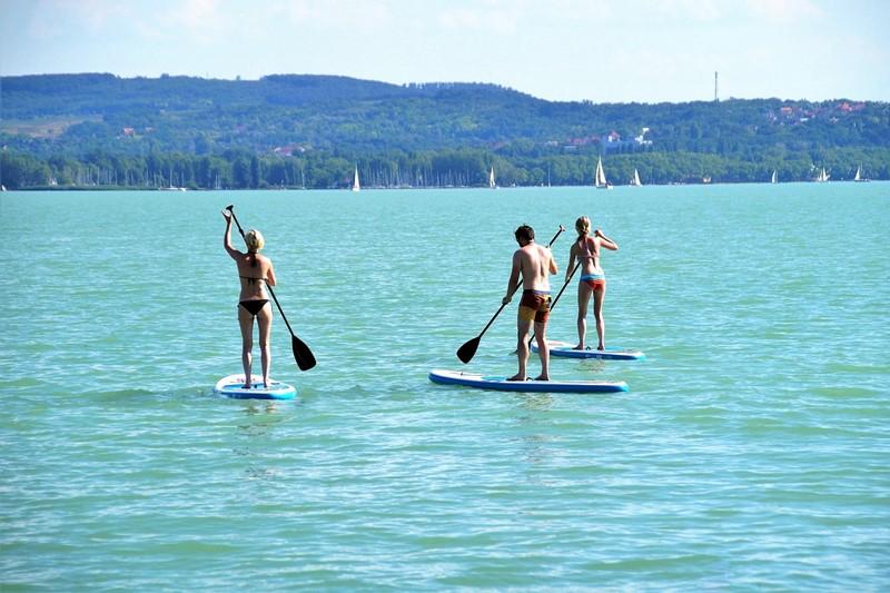 Stand up Paddler auf dem Balaton